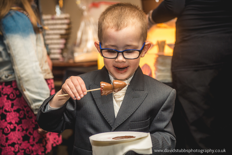 wedding kids eating chocolate