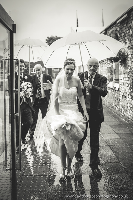 bride arriving in the rain, black and white