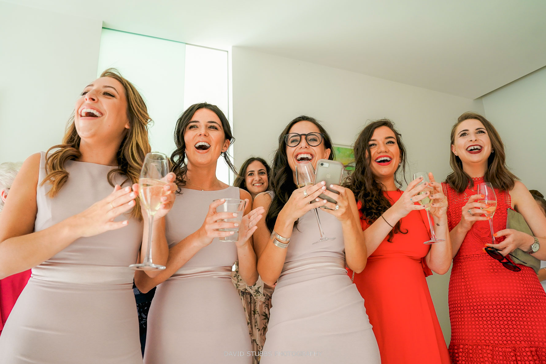 girls getting really excited when the groom enters