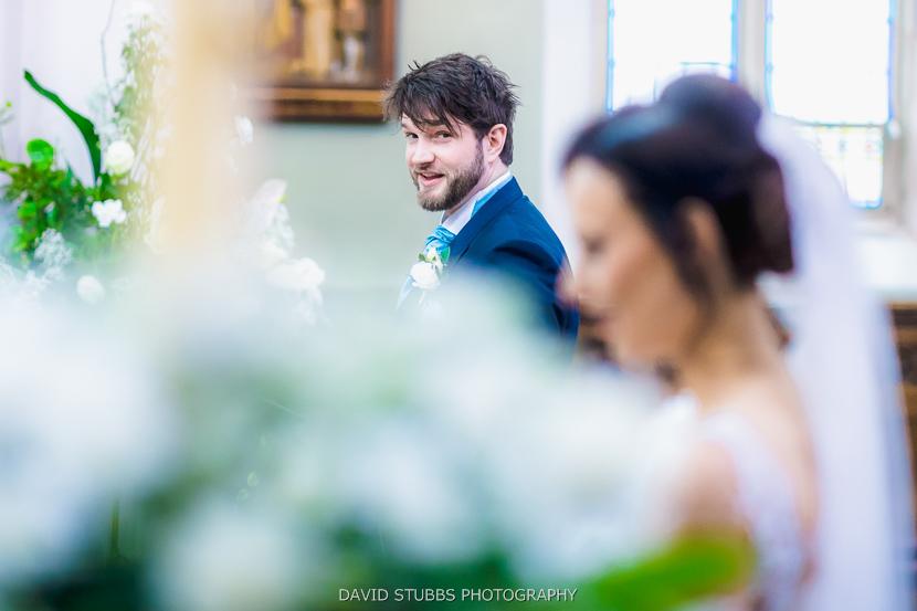 groom looking round