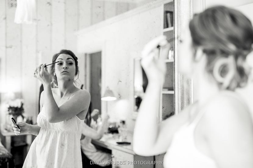 woman doing eye make-up