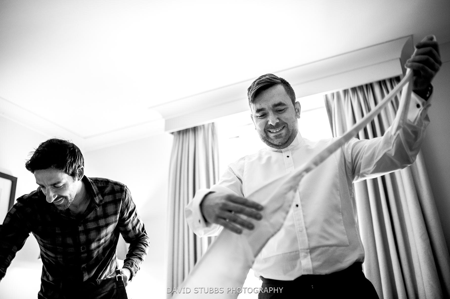 groom sorting tie