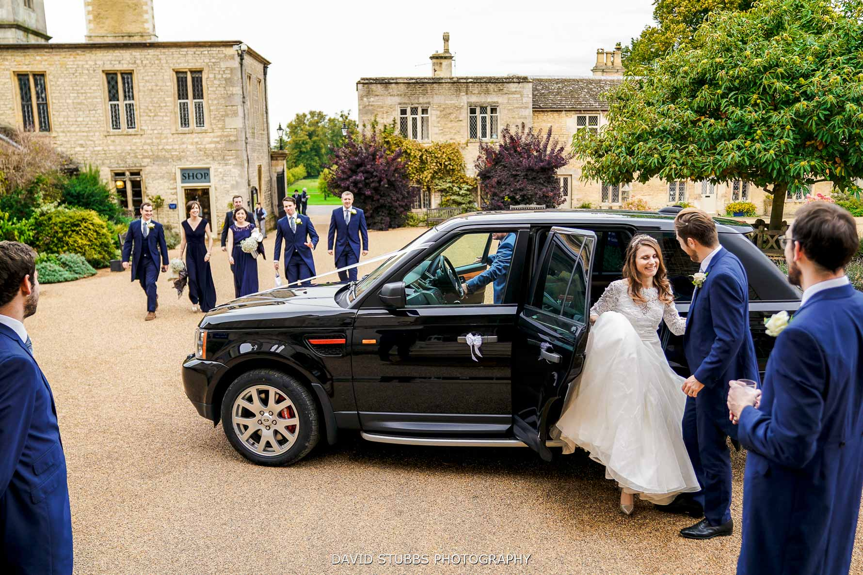 photo of the bride getting out the car