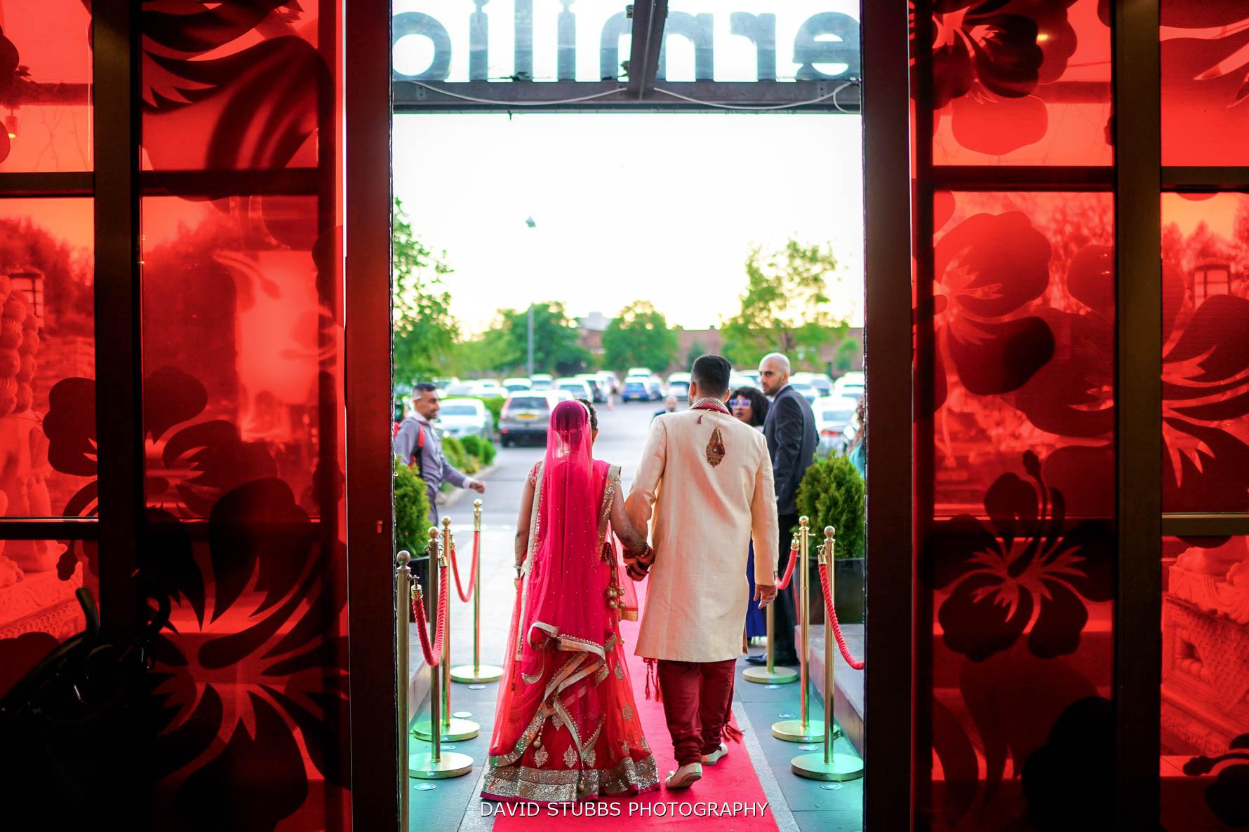wedding photos at vermilion hall restaurant